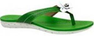 74b90fb5f Marca traz slides, sandálias e rasteiras de diversos estilos para agregar  os looks da estação. ]