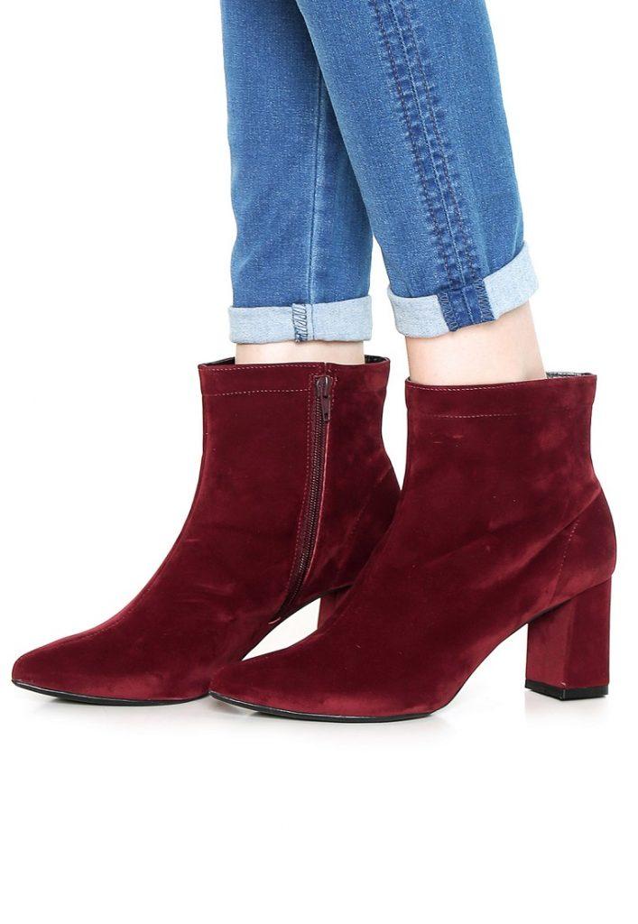 03fa2da689 A bota vermelha invade a cena fashion