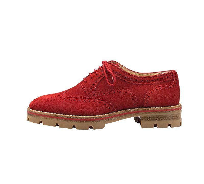 dee3ab9ea Bella Hadid mostra como um sapato brogue pode valorizar um look feminino