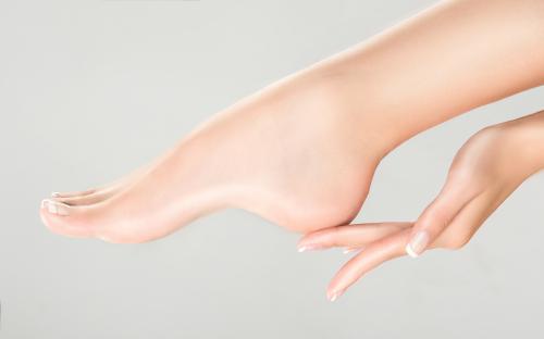Saiba como manter os pés bonitos e saudáveis durante as estações mais frias  do ano
