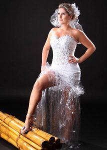 f23b1d5cea0 Meio ambiente  estilista cria coleção de vestidos de luxo com ...