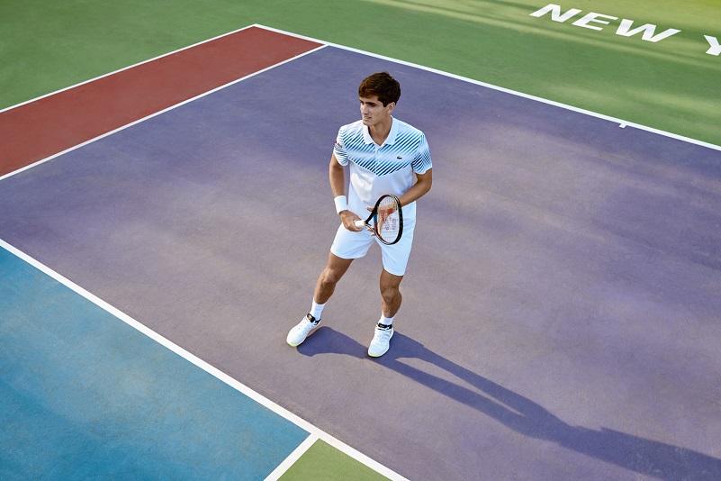 79278a5386 Lacoste apresenta a coleção Novak Djokovic e os uniformes de sua equipe  para a primavera 2019