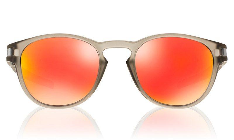 Tendências para o verão 2019  aposte em óculos com lentes coloridas,  armações neon, transparente e retrô – Brasil Fashion News a8a03d120b